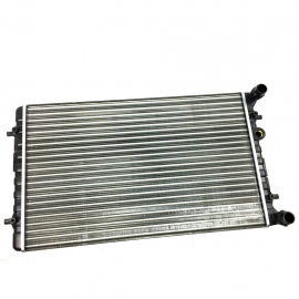 Radiador de agua para Golf A4 y Jetta A4. (SIN AIRE ACONDICIONADO).